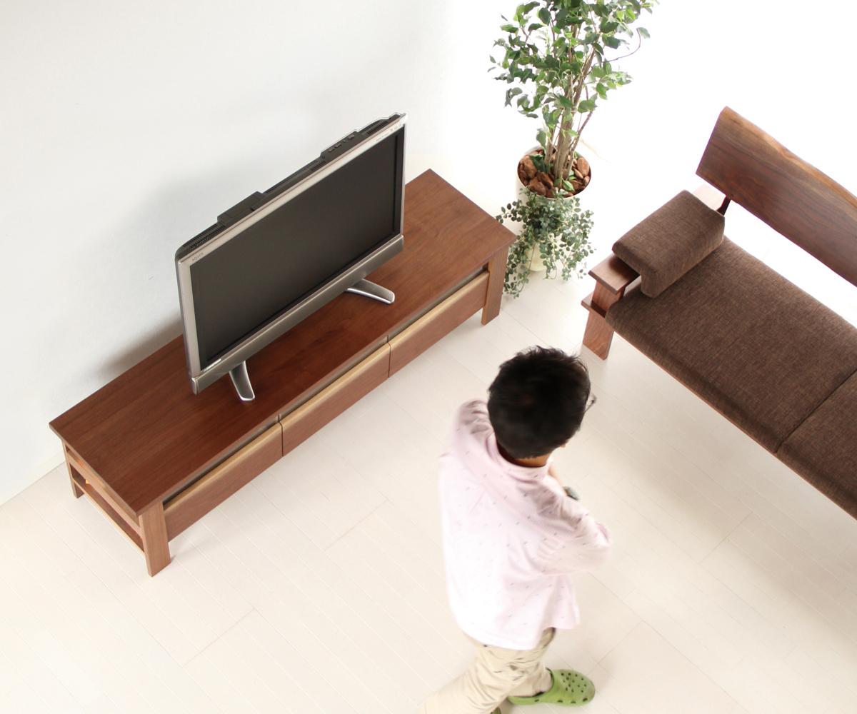 家具というものは眺めて触れて衣食住を共にする私たちの生活の一部です。